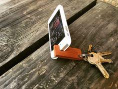 Smartphoneholder/nøglering i teak
