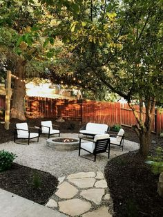 A Backyard Makeover in a Weekend. You can make your house much more unique with backyard patio designs. You can turn your backyard in to a state like your dreams. You will not have any trouble at this point with backyard patio ideas. Small Backyard Design, Backyard Patio Designs, Small Backyard Landscaping, Fire Pit Backyard, Patio Ideas, Firepit Ideas, Backyard Seating, Mulch Landscaping, Pergola Ideas