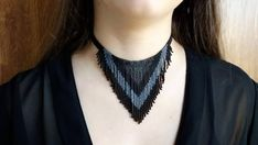Beaded Choker Necklace, Fringe Necklace, Black Necklace, Diy Necklace, Beaded Earrings Patterns, Beaded Jewelry Designs, Tatting Jewelry, Necklace Tutorial, Beaded Collar