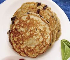 Skinny Pancakes for Your Next Brunch: Cinnamon-Chocolate Chip Pancakes. The Skinny: 335 calories, 6.4 g fat (3.1 g saturated), 58.9 g carbs, 6.6 g fiber, 15 g protein #SelfMagazine