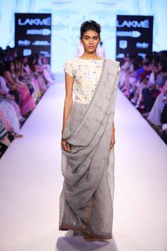 Anavila at Lakme Fashion Week Summer Resort Simple Sarees, Trendy Sarees, Stylish Sarees, Saree Wearing Styles, Saree Styles, Indian Dresses, Indian Outfits, Drape Sarees, Modern Saree