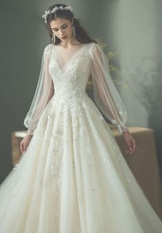 Wedding Dresses Romantic Fitted 20 Utterly Romantic Wedding Dresses for the Fashion-Forward Bride - Praise Wedding.Wedding Dresses Romantic Fitted 20 Utterly Romantic Wedding Dresses for the Fashion-Forward Bride - Praise Wedding Disney Wedding Dress, Wedding Dress Winter, Romantic Wedding Hair, Wedding Dress Trends, Perfect Wedding Dress, Dream Wedding Dresses, Hair Wedding, Wedding Makeup, Romantic Honeymoon