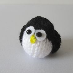 free knitting pattern for Teeny Penguin amigurumi and more bird knitting patterns Knitted Doll Patterns, Animal Knitting Patterns, Christmas Knitting Patterns, Knitted Dolls, Crochet Patterns, Baby Patterns, Loom Knitting, Free Knitting, Baby Knitting