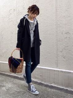 Casual clothing is a dress code that's popularly found in the Western culture setting that consists of any dress codes that don't fit traditionally. The dress codes that are more formal include the formal . Fashion Foto, Tokyo Fashion, Cute Fashion, Runway Fashion, Fashion Outfits, Womens Fashion, Fashion Trends, Winter Stil, Look Cool