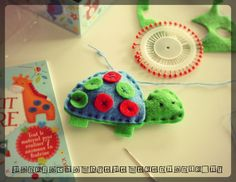 livre-jeunesse-atlier-creatif-mon-petit-kit-de-couture-editions-usborne-realisation-de-la-tortue - feutrine - sewing - atelier créatif