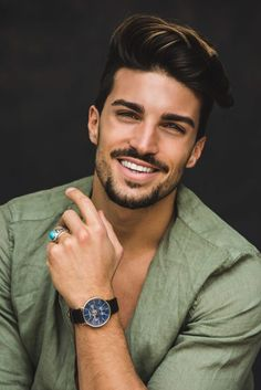 Mariano Di Vaio auf – Dianne Howard – Willkommen bei Pin World Different Beard Styles, Beard Styles For Men, Short Beard Styles, Mens Hairstyles Pompadour, Wavy Hairstyles, Trending Hairstyles, Mdv Style, Street Style Magazine, Modern Pompadour