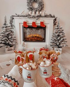 Magical, cozy Christmas time ❄ how perfect is this scene by Hot cocoa, fuzzy slippers, warm fire, and the cutest decor. Cosy Christmas, Christmas Feeling, Days Until Christmas, Christmas Wonderland, Christmas Time, Merry Christmas, Christmas Ideas, Christmas Tumblr, Cheap Christmas