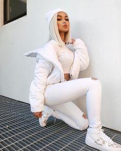 All white outfit bold eye makeup and a blunt platinum lob Fashion Killa, Look Fashion, Urban Fashion, Winter Fashion, Fashion Outfits, Womens Fashion, Fashion Trends, Fashion Lookbook, All White Outfit