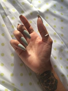 Love the color! Coffin nails are my new obsession!