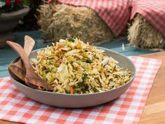 Get Sunny's Easy Apple Slaw with Apple Jalapeño Dressing Recipe from Food Network/Sunny Anderson. The Kitchen Slaw Recipes, Apple Recipes, Healthy Recipes, Cabbage Recipes, Apple Desserts, Veggie Recipes, Apple Coleslaw, Apple Slaw, Side Dishes Easy