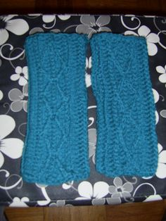 turquoise fingerless mitts