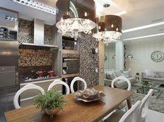 No projeto do arquiteto Thoni Litsz, cozinha, salas de estar, de televisão e de jantar foram integradas em um mesmo ambiente harmônico, econ...
