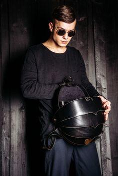 """Рюкзак """"ЖУК"""" (кожа натуральная)  Рюкзак """"Жук"""" ручной работы из черной кожи. Размер ХL - 45x35x30 см  Удобный и оригинальный рюкзак ручной работы """"Жук"""" - помощник для переноски необходимых для Вас вещей и предметов. Отсеки позволяют вложить любой по размеру гаджет, взять с собой дополнительную одежду, книги, или аксессуары для похода.  Имеет ключницу, держатель для ноутбука, документов или планшета. Ручки регулируются по длине. Фурнитура рюкзака панцирь """"Жук"""" имеет латунный цвет."""
