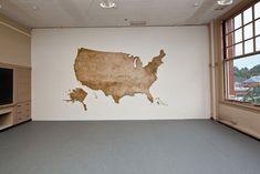 Focus sur l'artiste française Claire Fontaine qui a réalisé en 2011 cette superbe installation appelée « U.S.A. » composée de milliers d'allumettes de bois insérées dans un mur au Portland Institute for Contemporary Art. Une véritable réussite visuelle à découvrir en images dans la suite de l'article.