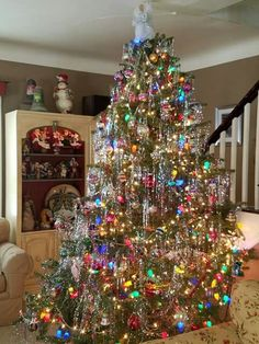 This could be one of my beloved mother's Christmas trees.she would put her tinsel on one strand at a time.NO throwing it on. Christmas Scenes, Noel Christmas, Winter Christmas, Christmas Lights, Xmas Tree Lights, Retro Christmas Tree, Xmas Trees, Beautiful Christmas Trees, Antique Christmas