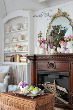 FRENCH COUNTRY COTTAGE: Little cottage dressed for Summer~ tour