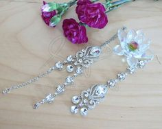 ✨  design, Tikka with matching hand chain ✨ #jewellery #jewelry #jewelrydesigner #handmade #indianjewellery #indianwedding #asianjewellery #fashion #fashionista #crystal #bespoke #hudabeauty #monakattan #dollhousedubai #vogueindia #vogue #desicouture #desiwedding #fashionblogger #newyorkfashion #pakistanstreetstyle #bridal #parisfashionweek #modestfashion #chichijab