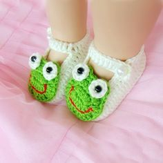 Lovely Frog Crochet Pattern White Hand Made Baby Shoes