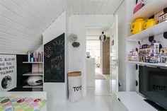 Culori vesele și tari într-o casă din Suedia Jurnal de design interior