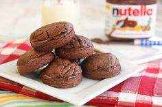 Four Ingredient Nutella Sandwich Cookies jar Nutella 2 tablespoons unsalted butter, softened (not melted) 1 extra large or large egg 1 cups self-rising cake flour* Flourless Peanut Butter Cookies, Nutella Cookies, Candy Cookies, Shortbread Cookies, Sugar Cookies, Nutella Recipes, Cookie Recipes, Dessert Recipes, Nutella Sandwich