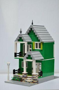This is a great addition to any Lego city! Lego Titanic, Titanic Model, City Hospital, Lego Modular, Lego House, Custom Lego, Lego Creations, Lego City, The Creator