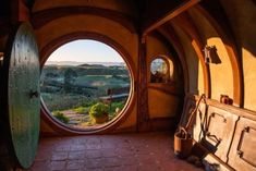 image Hobbit Hole, The Hobbit, Legolas, Tree House Interior, Minecraft Interior Design, Fairytale House, Fairy Houses, Cob Houses, Sustainable Architecture