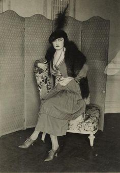 Dress model (actress?), 1918