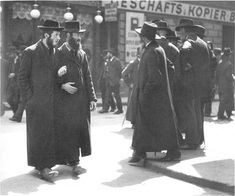 1915: Orthodox Jews in Leopoldstadt, Vienna, capital of the Austro-Hungarian Empire. http://www.lberger.ca/Leon_Berger/Memoir__Lunch_With_Charlotte.html