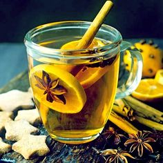 Grog with orange slices and spices, star-shaped biscuits – License high-quality food images for your projects – Rights managed and royalty free – 400953 Fun Drinks, Healthy Drinks, Beverages, Sucre Candi, Grog, Ponche Navideno, Winter Drinks, Mulled Wine, Tea Recipes