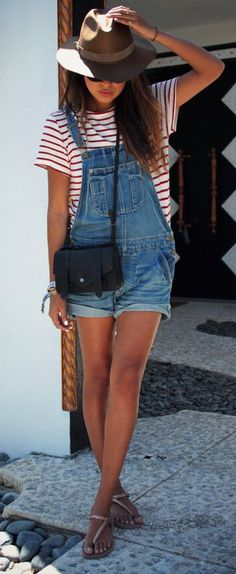 Casual outfits - Red stripes top - Brown hat - Denim overalls - Women - Look - F . Casual outfits – Red stripes top – Brown hat – Denim overalls – Women – Look – Fashion Salopette Short, Salopette Jeans, Overalls Outfit, Denim Overalls, Overalls Women, Denim Jumpsuit, Jumpsuit Outfit, Overalls Style, Jean Short Overalls