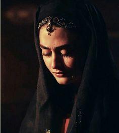 Turkish Women Beautiful, Turkish Beauty, Hijab Makeup, Esra Bilgic, Best Urdu Poetry Images, Turkish Fashion, Autumn Photography, Cute Wallpapers, Mona Lisa
