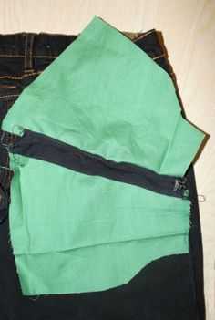 French blog with a tutorial for extending the size of inset pockets on a RTW garment