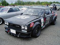 日産 スカイライン グレード:GT S46 型式:KGC10 F:R16-8.5 -6 R:R16-9.5-19 4/114.3 ブラック タイヤ:BS POTENZA GⅢ/GⅡ F/225/45R16 R/245/50R16