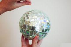 Como hacer una bola de boliche con CD