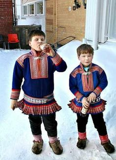 Sámi boys from Inari Folk Costume, Costumes, Sons Of Norway, Kola Peninsula, Lappland, Country Dresses, Samar, People Photography, Traditional Dresses