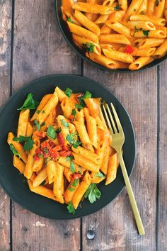Vegan Roasted Red Pepper Pasta - a delicious, simple and easy to make Roasted Red Pepper Sauce made in a blender and heated up with cooked Penne Pasta. #healthy #delicious #redpepper #vegan #simple #easy #pasta