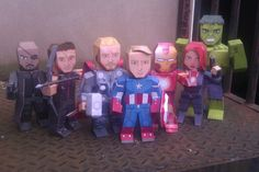 Free Printable templates for making these cool papercraft figures of the avengers.. use these little models as a centerpiece, favors or have as party craft/activity