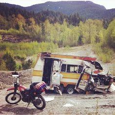 Adventurmobiles present and deceased. #stayoutsidescene #dirtbike #vintage #motorhome #camper #adventuremibile #homeiswhereyouparkit pic by @filthmodemc by stayoutsidescene