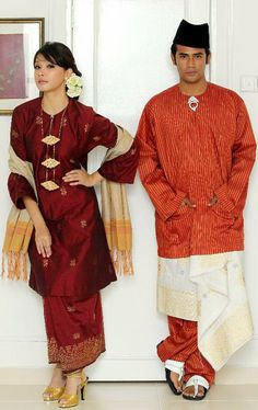 The Traditional Couturier Salidin Sidek from Malaysia Traditional Fashion, Traditional Dresses, Ethnic Fashion, Asian Fashion, Women's Fashion, Malay Wedding Dress, Wedding Dresses, Dresses For The Races, Tropical Fashion