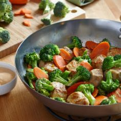 Want a delicious dinner that packs heat? Try this Sriracha Ranch Stir Fry recipe – loaded with veggies and pork chops – sure to please eve. Healthy Recipes, Pork Recipes, Asian Recipes, Low Carb Recipes, New Recipes, Chicken Recipes, Cooking Recipes, Favorite Recipes, Bariatric Recipes