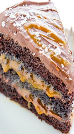 Three layers of Salted Caramel Chocolate Cake slathered in homemade Salted Caramel Chocolate Frosting. Includes recipe for homemade salted caramel sauce! Salted Caramel Chocolate Cake, Homemade Chocolate Frosting, Chocolate Caramels, Chocolate Desserts, Chocolate Tarts, Salted Caramels, Chocolate Strawberries, Baking Recipes, Cake Recipes