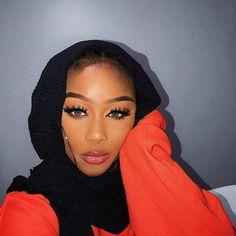 Oh hey beautiful Dolls, has a second lash dropping soon! (Our Yasmine lash is named after bae) Modern Hijab Fashion, Modest Fashion, Style Fashion, Fashion Trends, Mode Turban, Muslim Beauty, Beautiful Muslim Women, Arab Girls, Cute Scarfs