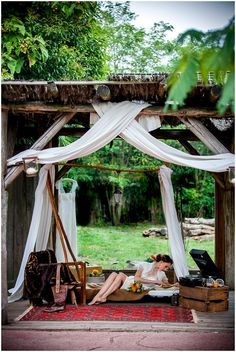 Out of Africa Wedding Styled Shoot set at Pessac Zoo in Bordeaux, a styled wedding inspiration shoot that transports you to the plains of Africa Safari Wedding, Lodge Wedding, Safari Chic, Safari Theme, Vintage Safari, Jungle Theme Parties, British Colonial Style, Cap Ferret, Decoration Originale