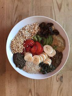 Desayuno Energético: Frutas: plátano, fresas, kiwi, uvas pasas. Cereales: avena ecológica, salvado de avena, germen de trigo, quinoa inflada. Semillas: chia, lino Marron, Calabaza.