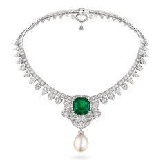 La maison Van Cleef & Arpels a présenté sa collection «Emeraude en majesté» dont voici certaines des plus belles créations. Ci-dessus, collier…
