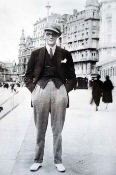 missniamhmay:    James Joyce at the Brighton Beach Esplanade, ca. 1907