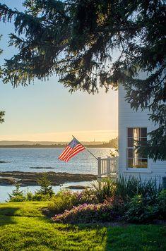 Harpswell, Maine is a idyllic coastal town. Tour a seaside beach house, Maine Inns and Casco Bay. Maine Cottage, Beach Cottage Style, Coastal Cottage, Maine House, Coastal Style, Coastal Living, Coastal Homes, Country Living, Harpswell Maine
