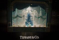 Pin for Later: Seht die schönsten, weihnachtlichen Schaufenster-Dekos der Welt Tiffany & Co., London