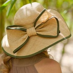 Straw hat trimmed in green with an extremely large bow in the back, also trimmed in green. The perfect size, with an attractive weave. The wide floppy brim is an elegant face framer. Style Planet