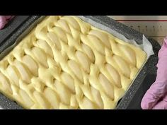 Super jemný jablečný koláč za 10 minut: Nevěřila jsem, že obyčejný piškot může být tak chutný - fantazie! - Strana 2 z 2 - youi.cz Cookie Recipes, Dessert Recipes, Desserts, Summer Pie, Sweet Bakery, Just Bake, Sweet Pastries, Russian Recipes, Coffee Cake
